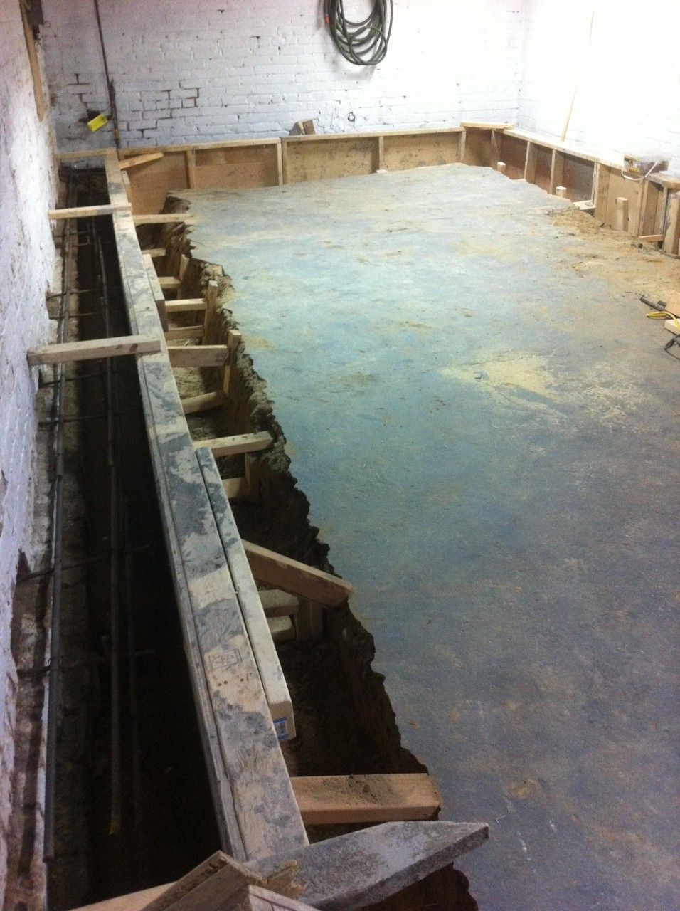 Bench Footing Lower Basement Floor With Benching